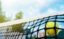 Tennisnetz mit Ball
